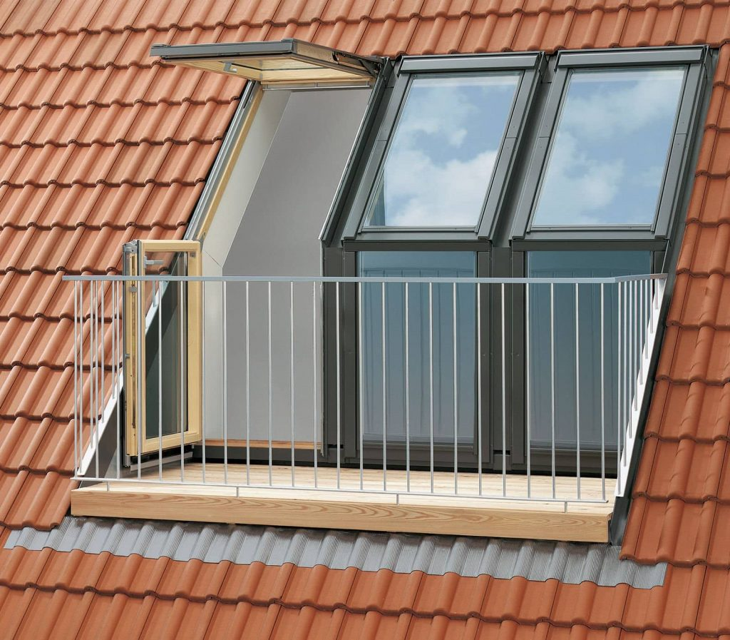 What is the difference between a balcony and a roof terrace for Balcony on roof